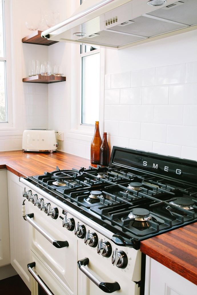 The stove is the TRA93P 90cm freestanding Victoria cooker, with main oven, auxiliary oven, electric grill and six-burner gas hob.
