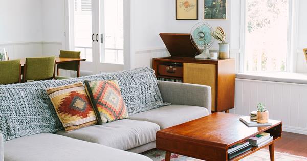 A queenslander style home with a retro modern interior - Modern queenslander home designs ...