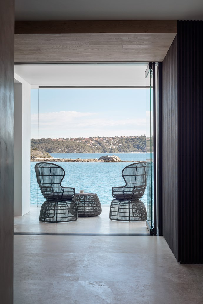 Peninsula House by Hare + Klein. [Vote for this project!](http://www.homestolove.com.au/readers-choice-2017-5033) *Photography: Nicholas Watt*