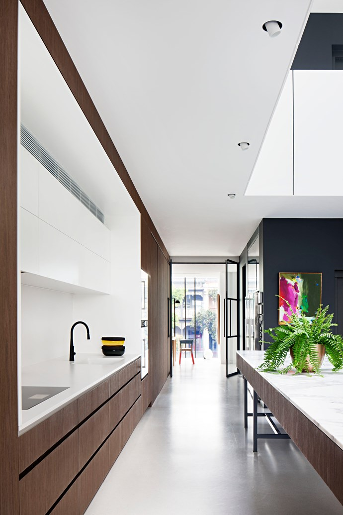 Wellington Street Residence by Matt Gibson Architecture + Design. [Vote for this project!](http://www.homestolove.com.au/readers-choice-2017-5033) *Photography: Shannon McGrath*