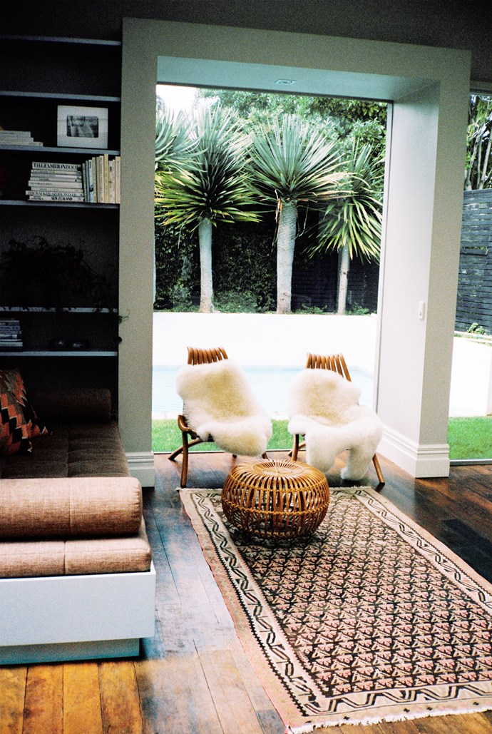 In the main sitting area, looking out to the pool, a classic Franco Albini ottoman sits on a custom-made rug from Ponsonby store Dilana.