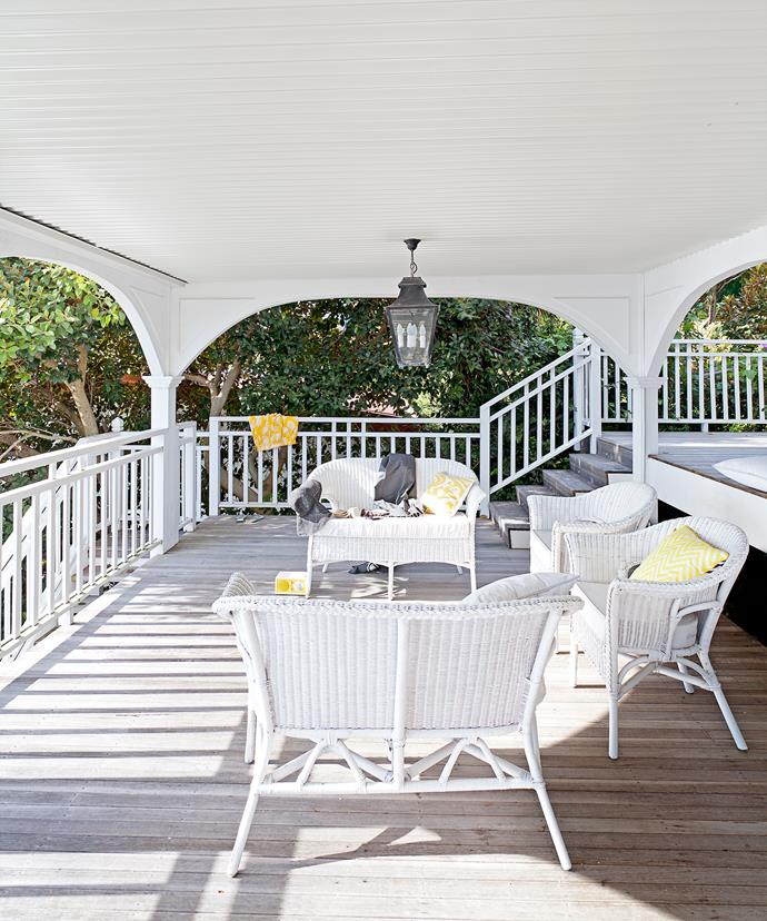The interior palette continues through onto the deck – with white the predominant colour. However, timber decking that has been allowed to weather naturally, also features.