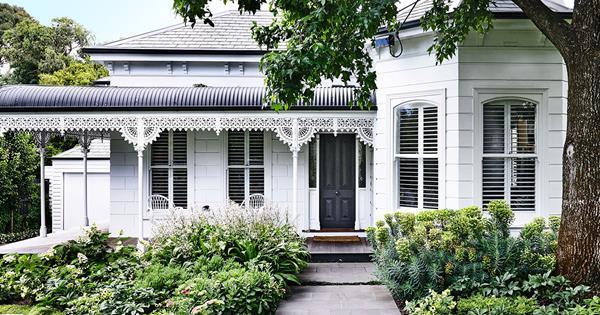 Garden Design Harmonious Setting Australian House And Garden,Black Home Interior Designers
