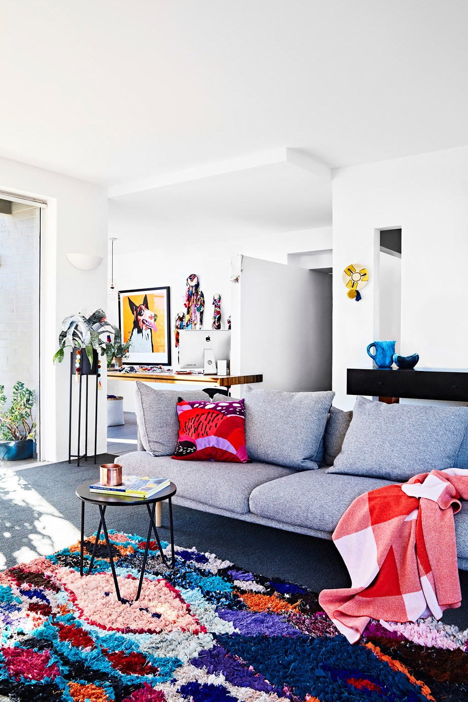 """Its connection to nature, close proximity to the beach, and rich mid-century architecture"" is what won the owners of this [1950s home in Beaumaris, Victoria](https://www.homestolove.com.au/a-colourful-and-eclectic-mid-century-home-5188