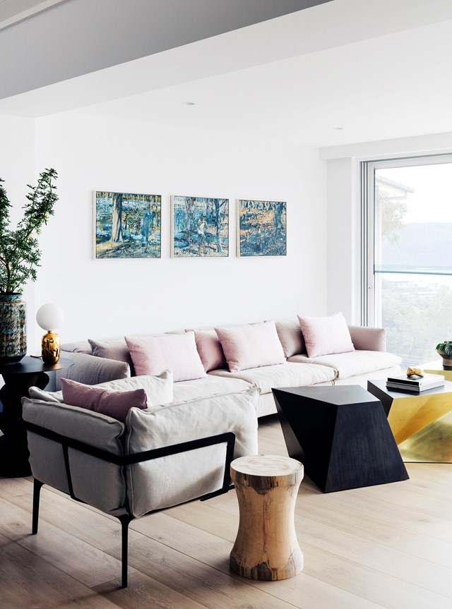 "When it came to styling their [Palm Beach weekender](https://www.homestolove.com.au/palm-beach-weekender-by-nina-maya-interiors-5307|target=""_blank"") the owners chose contemporary minimalism as their interior style, hoping to steer clear of the clichéd 'beach shack' aesthetic. We think they succeeded with this living room, styled with modular coffee tables. *Photo: Felix Forest / Belle*"
