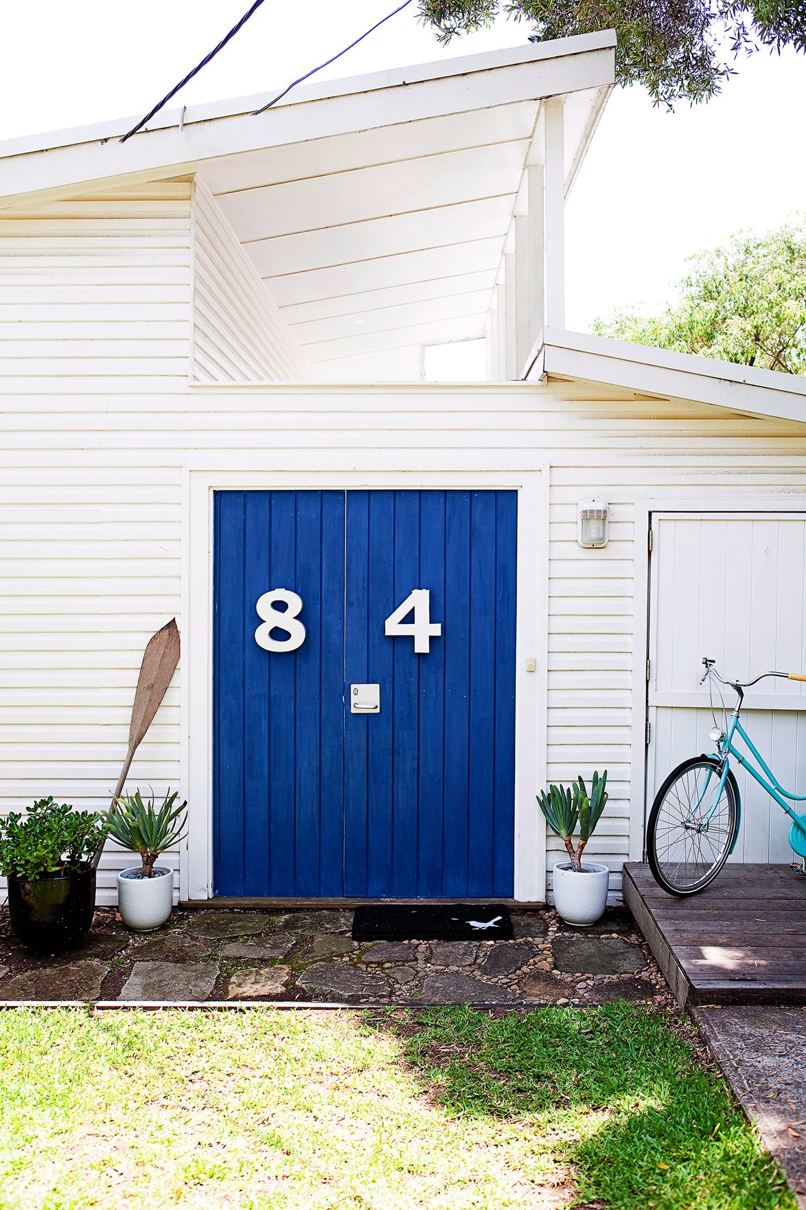 "The blue and white combo suits this [coastal home](https://www.homestolove.com.au/coastal-decorating-ideas-for-the-home-4160|target=""_blank"") beautifully. The stylish large numbers mean visitors will never get lost!"