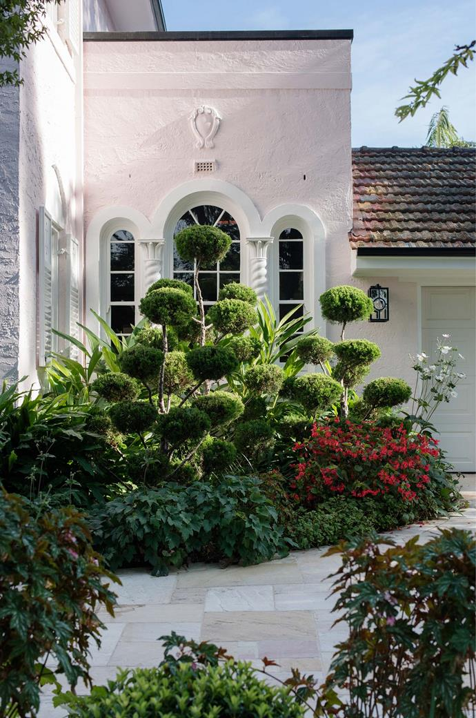 """Richard Unsworth and Nicholas Vale of Garden Life mixed traditional elements with a touch of the tropics to turn this suburban Sydney garden into a lush paradise. [Sydney home](https://www.homestolove.com.au/radically-elegant-restoration-of-1930s-home-3891