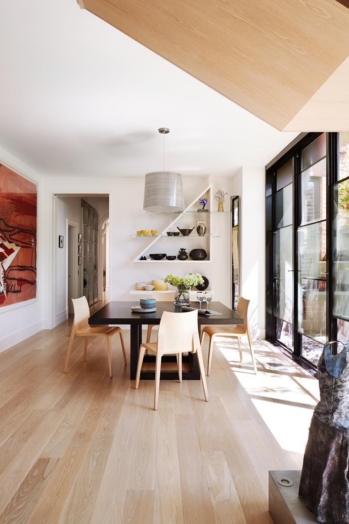 Niches by the breakfast table were designed as display spaces for treasured ceramics.