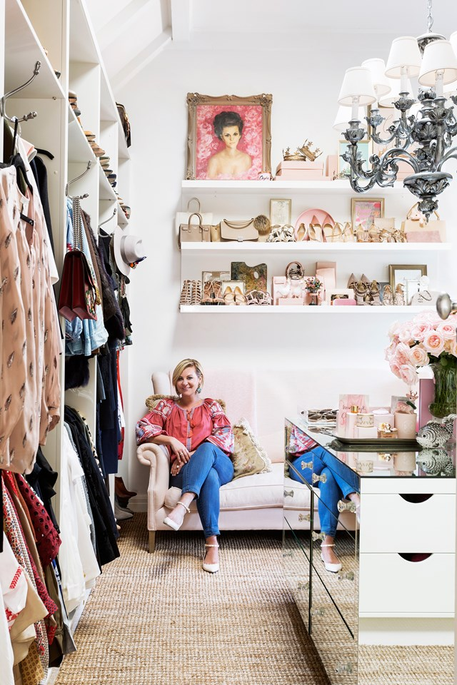 "Take a leaf out of [Real Housewives of Melbourne star Chyka Keebaugh's wardrobe](https://www.homestolove.com.au/the-home-of-real-housewives-star-chyka-keebaugh-5549|target=""_blank"") by putting your beautiful possessions on display with open shelving. *Photo: Martina Gemmola 