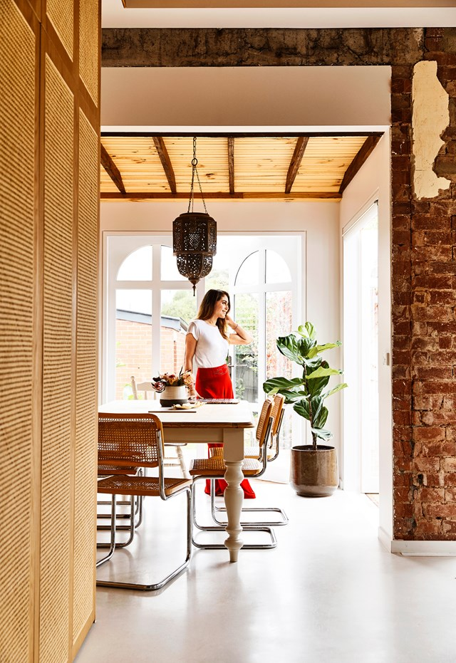 "Filled with antique Moroccan lanterns, textured tiles and market finds, interior architect Georgia Ezra's [Mediterranean-style Melbourne home](https://www.homestolove.com.au/modern-mediterranean-style-home-5607|target=""_blank"") will transport you to another world. *Photo: Derek Swalwell* 