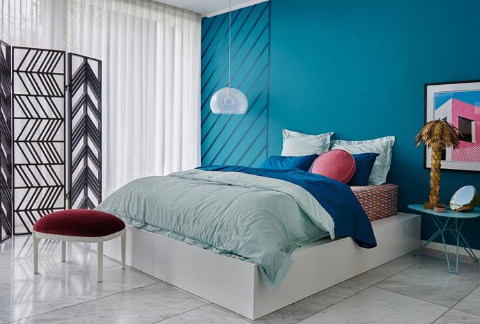 Main wall – Dulux Bondi | Stripe detail – Dulux Sir Edmund | Trims and ceiling – Dulux Vivid White. *Dulux Colour Trends 2018 – Escapade Palette. Styled by Bree Leech. Photographer: Lisa Cohen*