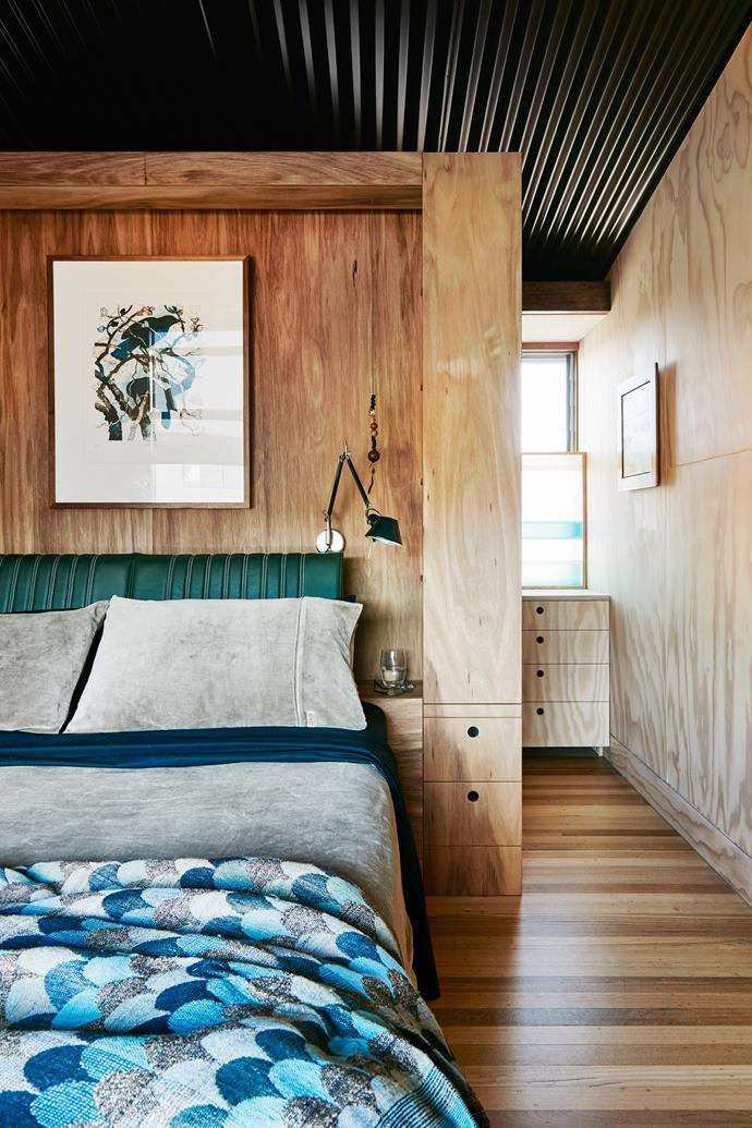 """Behind the bedhead is a well-appointed walk-through wardrobe. The ceiling is Colorbond in Woodland Grey. Artwork by John Wolseley. Tolomeo 'Parete' wall lamp, Artemide. Velvet linen, [Kip & Co](https://kipandco.com.au/ target=""""_blank"""" rel=""""nofollow"""")."""