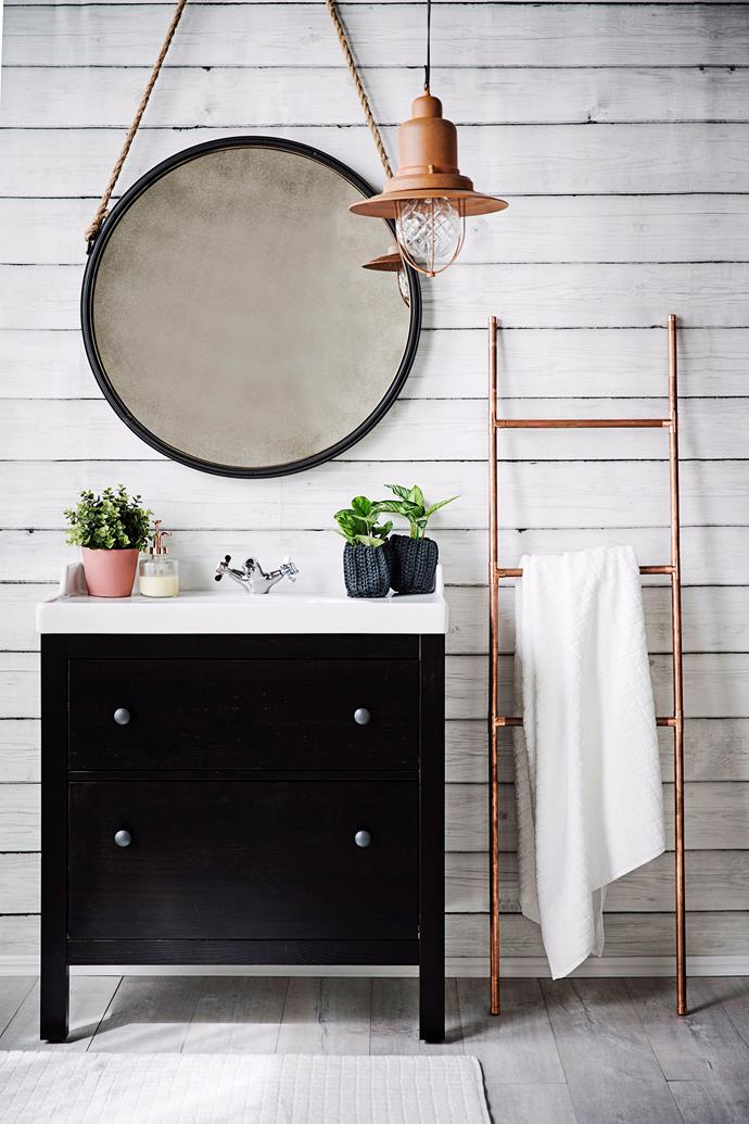 "Watch the video below to find out how to make this stylish copper storage ladder or, [click here>](http://www.homestolove.com.au/how-to-make-a-copper-towel-rail-3407|target=""_blank"")"