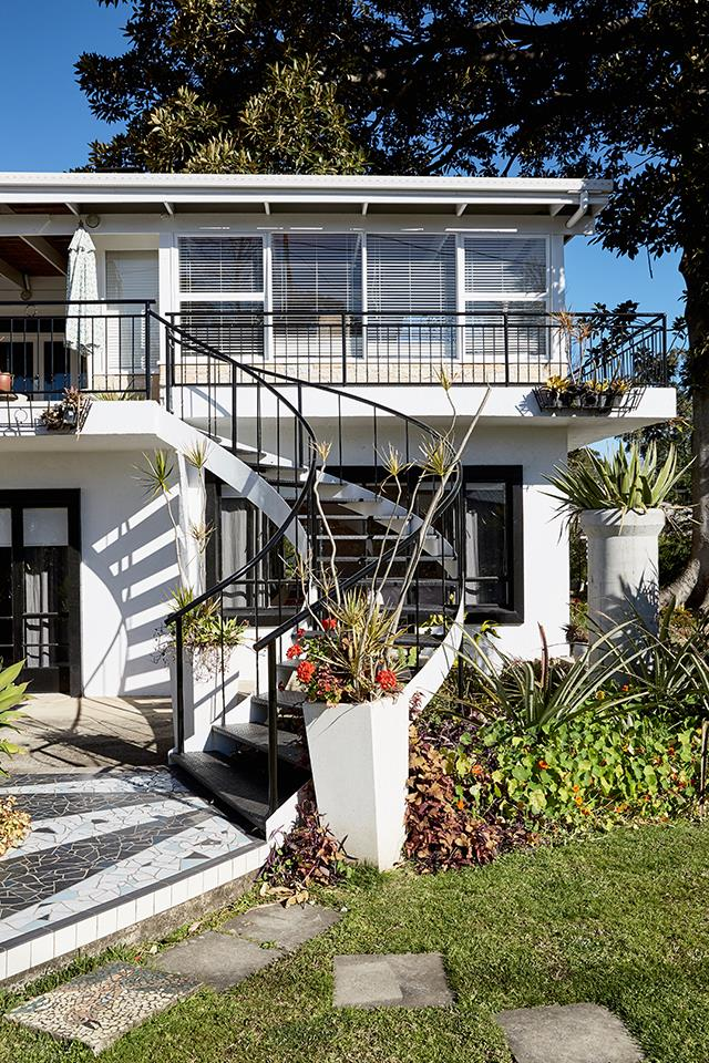 "**Bel Air, Berry, NSW**<br> Perfect for groups who like a vintage vibe close to town, if you're planning a trip to [Berry, NSW](https://www.homestolove.com.au/berry-nsw-things-to-do-13718|target=""_blank""), you can't go past the mid-century splendour of Bel Air. Located right in the main street of Berry, a short stroll to all the best cafes and boutique shops, a 10-minute drive to some of Australia's most beautiful beaches, a 15-minute drive to the serene Kangaroo Valley and an hour North of Jervis Bay, it's the perfect base to explore the South Coast. To book the Bel Air, visit [Stayz.com.au](https://www.stayz.com.au/holiday-rental/p9190993