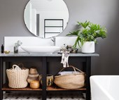 10 dark & moody bathrooms
