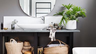 10 dark & moody bathrooms