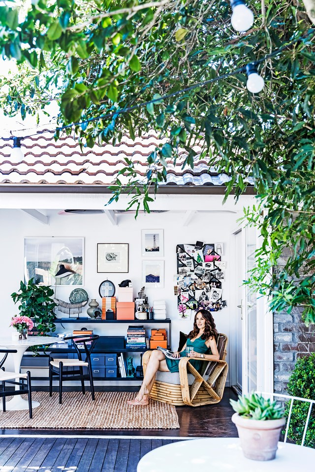 "Sydney stylist Kirsten Bookallil [beautiful Bondi home](https://www.homestolove.com.au/interiors-stylist-kirsten-bookallils-beautiful-bondi-home-5753|target=""_blank"") is living proof that even if you rent your home you can still make it your own. *Photo: Maree Homer* 