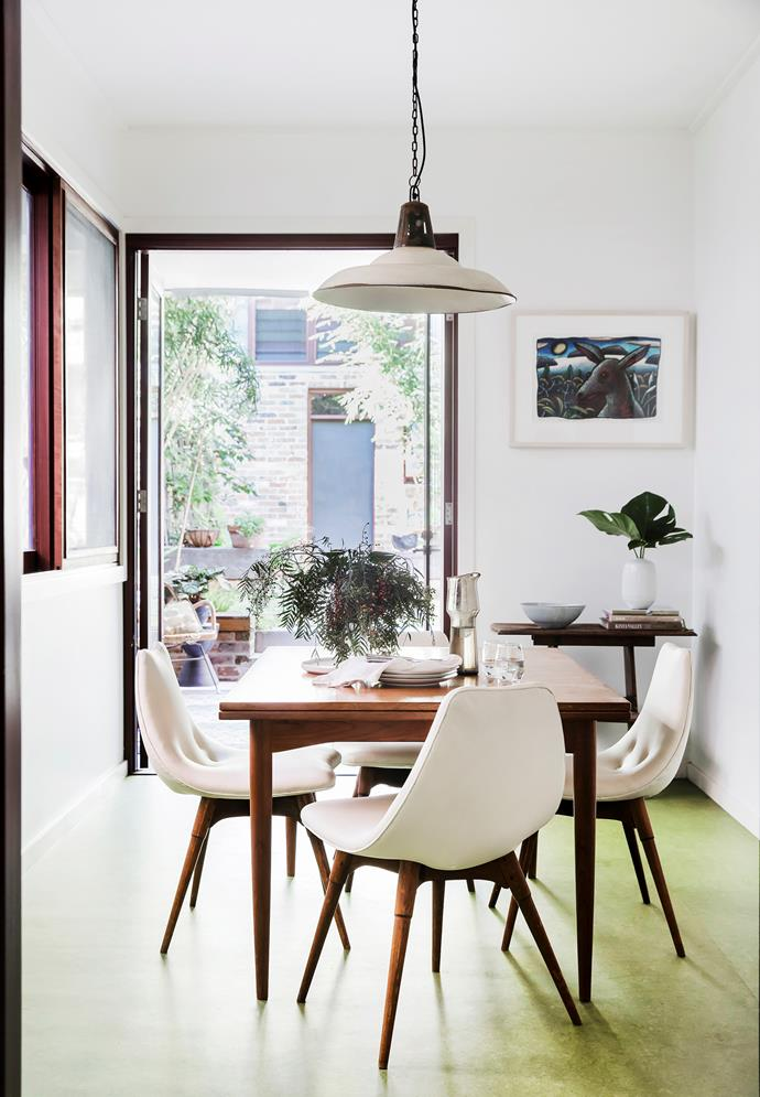 Fresh foliage and the soft green finish of Forbo 'Marmoleum' flooring connect the dining space to the garden