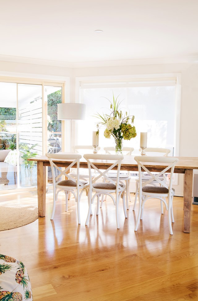 "A decades old dining table was pulled out of storage by the owners of this [fresh, modern home in Queensland](https://www.homestolove.com.au/fresh-and-modern-brisbane-home-5863|target=""_blank""), and sanded back to an ashy finish. *Photo:* Josette van Zutphen"