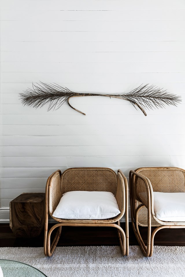 """<p>**ADD TEXTURE**<p> <p>Monochromatic rooms with minimalist styling often feeling calming and serene. They can also feel a bit flat, however, if the room is lacking texture. In the entrance of this [creative couple's Byron Bay cottage](https://www.homestolove.com.au/minimalist-cottage-in-byron-bay-5881