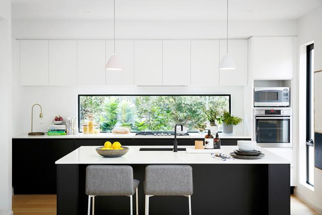 A 3m-long [glass splashback](https://www.homestolove.com.au/6-new-kitchen-trends-to-try-4751) with garden views beautifully complements a monochromatic colour scheme. <br><br>  *Photographer: Marcel Aucar / Australian House & Garden*