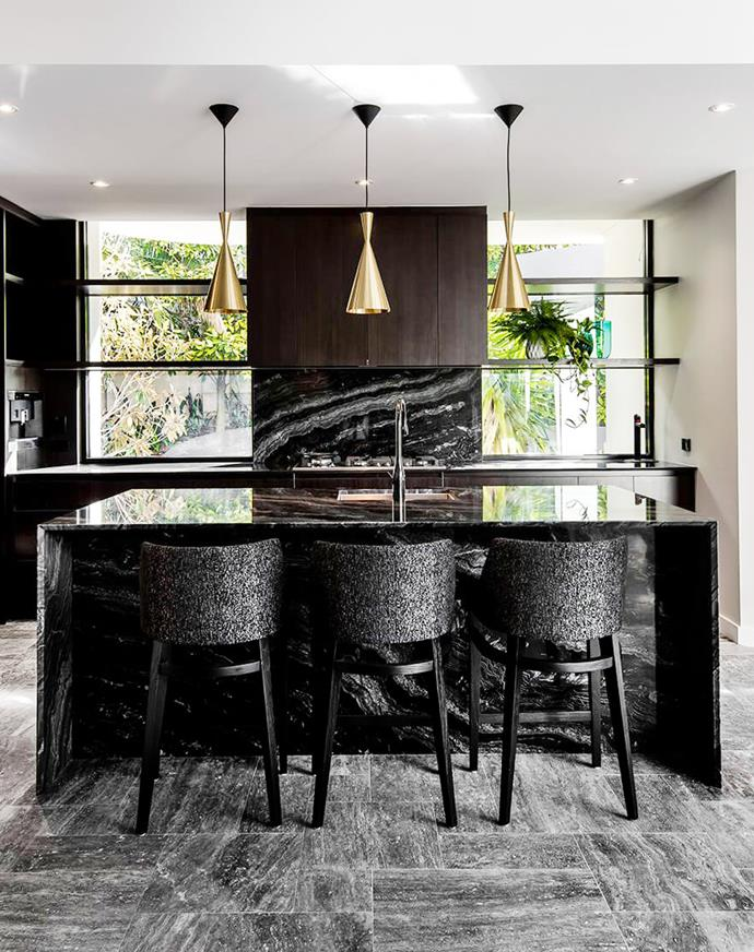 Combine the best of both worlds and bring bright light into a dark kitchen by flanking a [luxurious granite splashback]( https://www.homestolove.com.au/9-luxury-dream-kitchens-4282) with tall windows. <br><br>  *Photographer: Don Robeson / Belle*