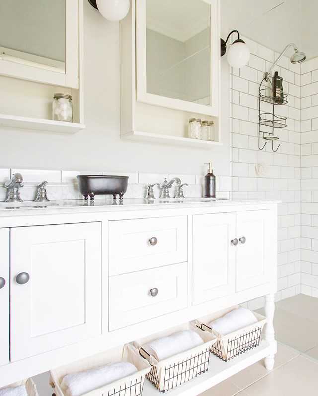 "After building their [dream country home](https://www.homestolove.com.au/self-built-designed-recycled-farmhouse-5941|target=""_blank""), the owners decorated with upcycled and vintage pieces of furniture. Their all-white bathroom is a master of timeless, farmhouse style. *Photo: Katherine Jamison*"
