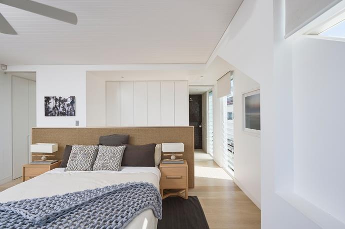 The master bedroom comes equipped with an ensuite, plenty of wardrobes and panoramic views stretching from North Bondi down the coastline. <br><br> *Photos courtesy of [Goodyer Real Estate](https://goodyer.com.au/1P3276/bondi/)*