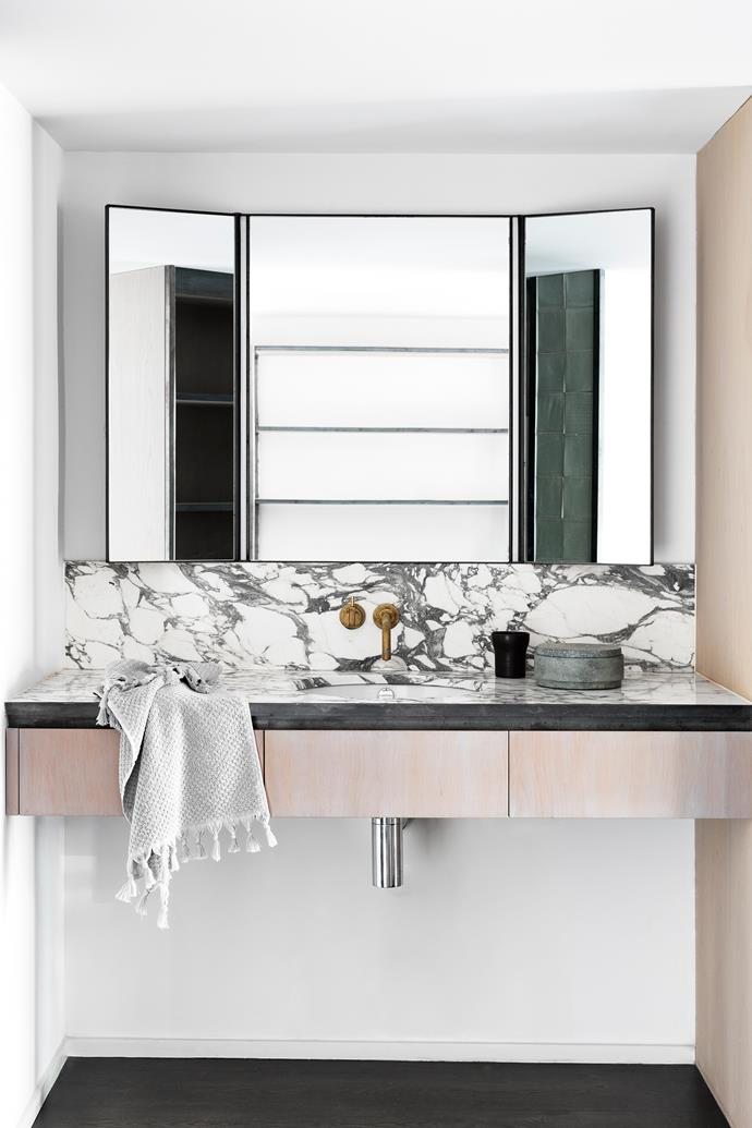 Arabescato marble makes a striking feature of the vanity splashback and bench. Ha custom-designed the mirror in mild steel with integrated LED lighting.