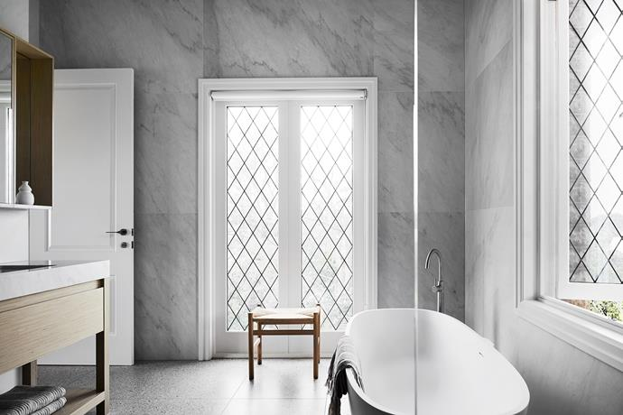 "Swathes of cool grey stone and bespoke pieces elevate this polished space by Alex Hopkins of [Studio Tate](http://www.studiotate.com.au/|target=""_blank""