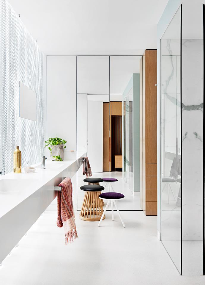 "In this refreshing bathroom by [Matt Gibson Architecture + Design](http://www.mattgibson.com.au/|target=""_blank""