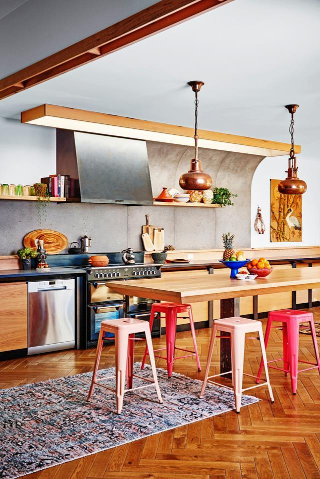 """**COLOUR BLAST** [This kitchen](https://www.homestolove.com.au/eclectic-style-shines-in-this-charming-weatherboard-cottage-3919