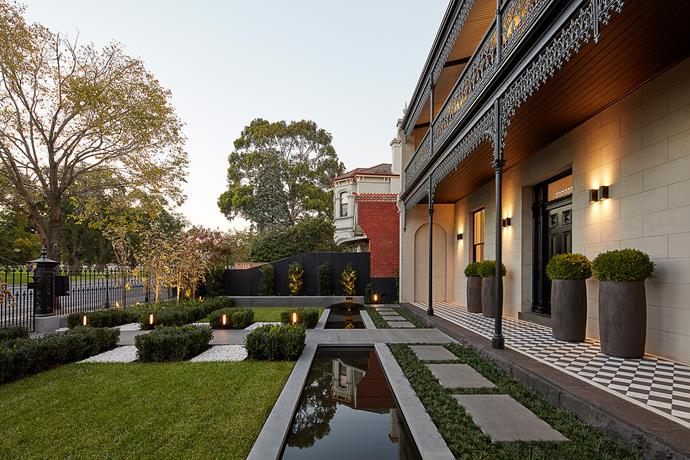 "**Best Landscape Design (Alterations & Additions):** Bowen Crescent by [Concept Build](http://www.conceptbuild.com.au/|target=""_blank""|rel=""nofollow""). Design by Christopher Elliott Design. Landscape design by Jack Merlo Design. Photograph by Jack Lovel."