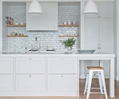 10 classic Hamptons-style kitchens