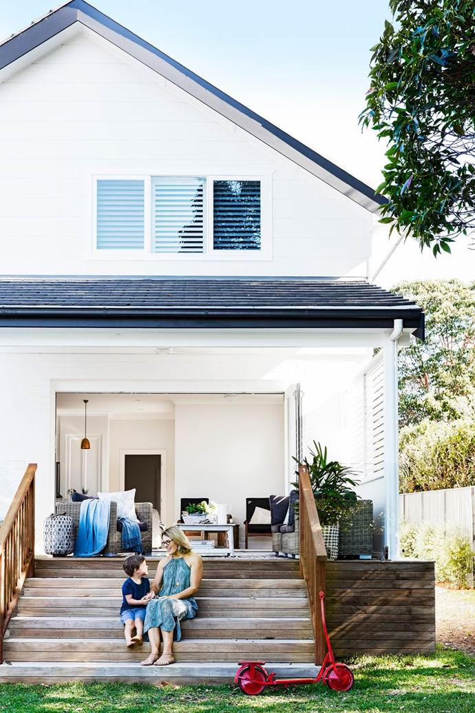 "[Serial renovators triumph with a 1920s New England-inspired home.](https://www.homestolove.com.au/serial-renovators-triumph-with-new-england-inspired-home-3034|target=""_blank""