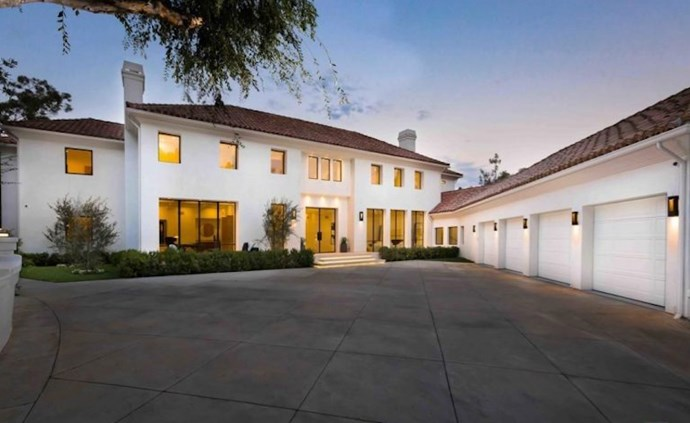 Located in one of Los Angeles' most sought-after neighbourhoods, Beverly Crest, this timeless home comes with all the bells and whistles.
