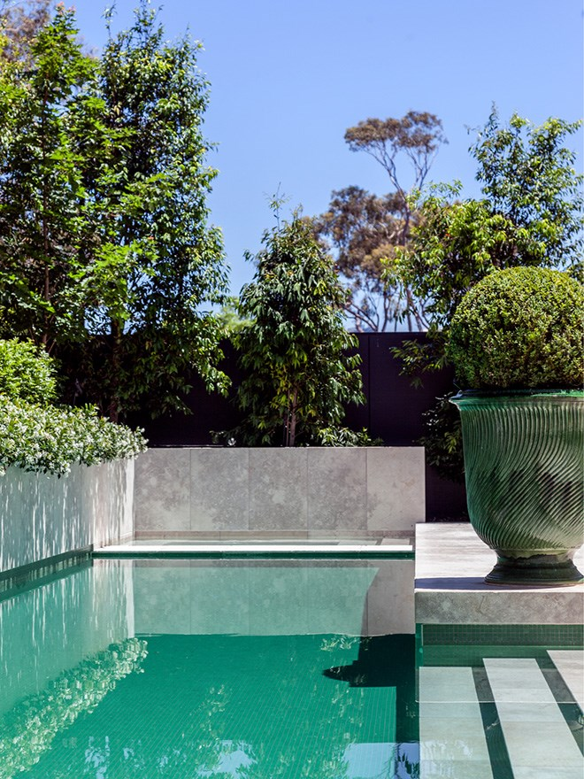 Melbourne home by Thomas Hamel & Associates and CAD Architecture & Design. Garden by Paul Bangay. Photograph by Matt Lowden. From *Belle* December/January 2016/17.