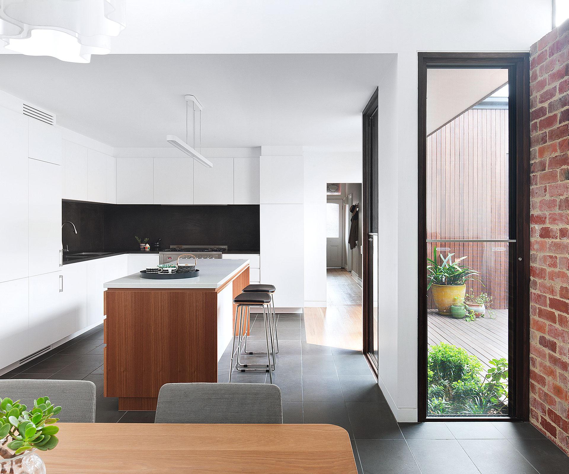 Federation home in Melbourne undergoes modern renovation ...