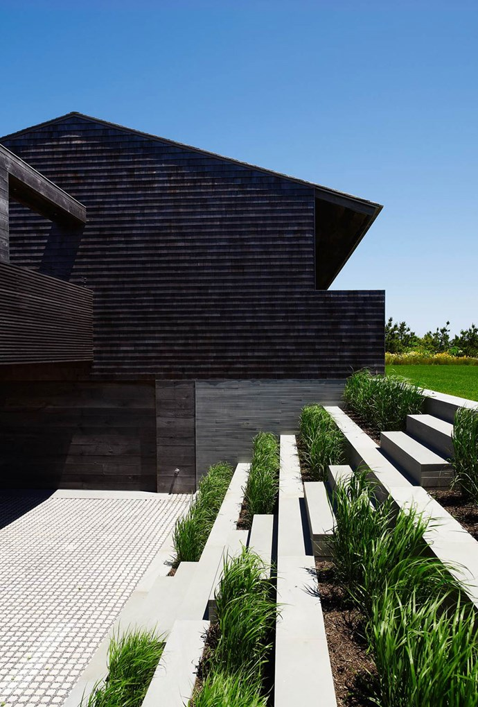 """Landscaping in the front garden of this Hampton's style house in [Montauk](https://www.homestolove.com.au/luxury-montauk-house-by-bates-masi-architects-4473