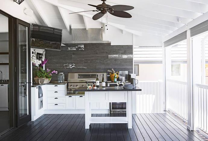 "Through the French doors and out on the verandah of this [beachside home](https://www.homestolove.com.au/new-build-in-perth-is-a-lesson-in-how-to-holiday-at-home-3471|target=""_blank"") in Perth is an elegant outdoor kitchen. The space is just as functional as the main cooking domain and shares access to a scullery with a walk-in cool room, ice-maker and commercial dishwasher. *Photography by Angelita Bonetti*"