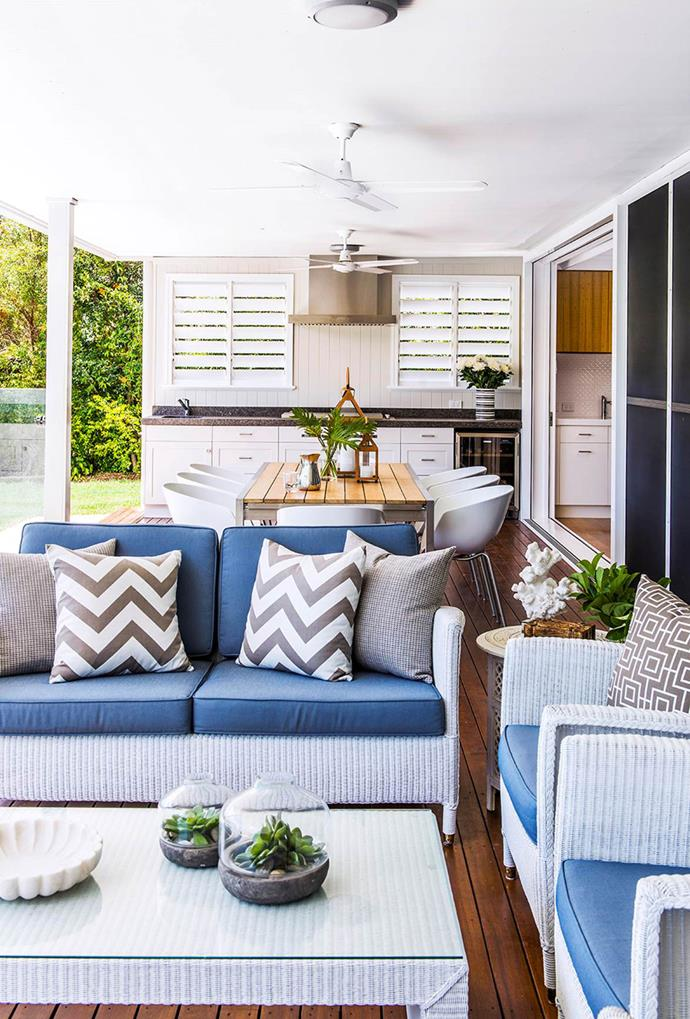 """Leigh Boswell, an interior designer from [Highgate House](http://www.highgatehouse.com.au/ target=""""_blank"""") in Brisbane, included a [fully equipped kitchen](https://www.homestolove.com.au/6-outdoor-rooms-that-get-the-balance-right-1649 target=""""_blank"""") and coastal-inspired outdoor sofas in this alfresco space to create a perfect area for a lazy Sunday afternoon."""