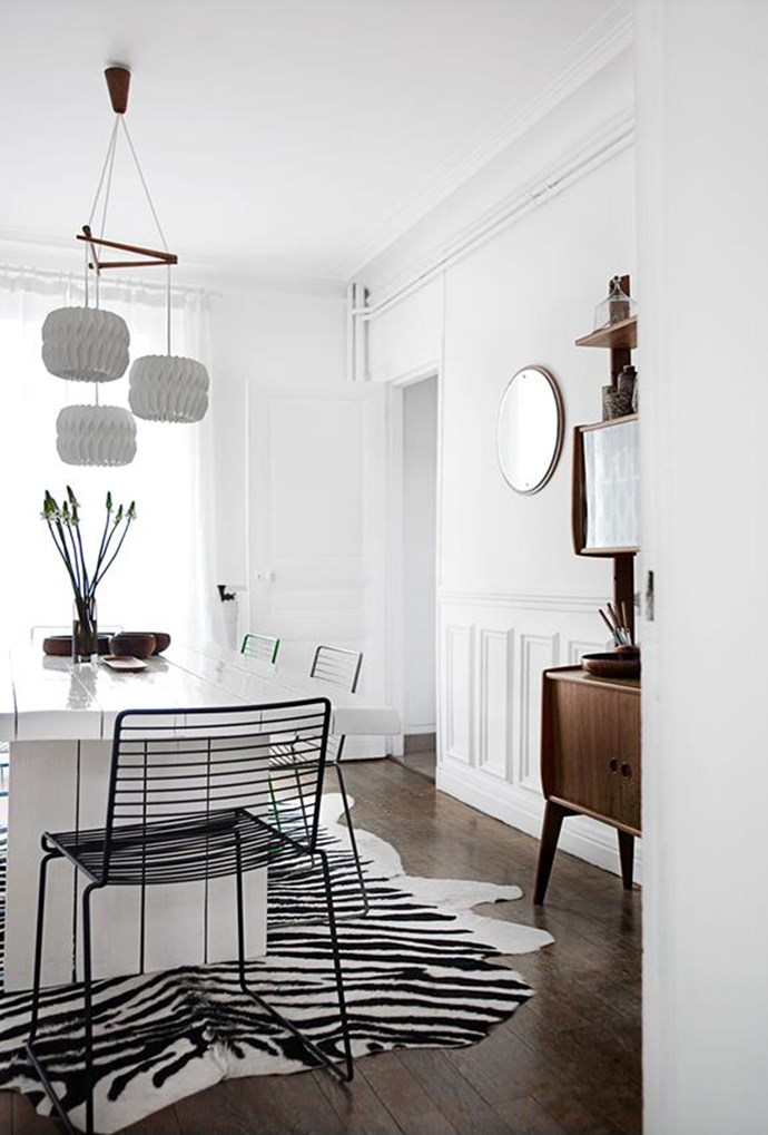 """White textured light fittings create a graphic look against the crisp white walls in the dining room of this [modern family home](https://www.homestolove.com.au/a-modern-family-home-with-vintage-charm-4435 target=""""_blank""""). *Photography by Birgitta Wolfgang Drejer*"""