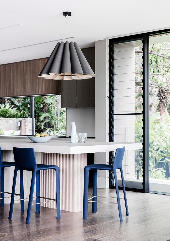"""Every room of this slick, [contemporary home on Sydney's northern beaches](https://www.homestolove.com.au/home-on-sydneys-northern-beaches-by-cadence-and-co-5837