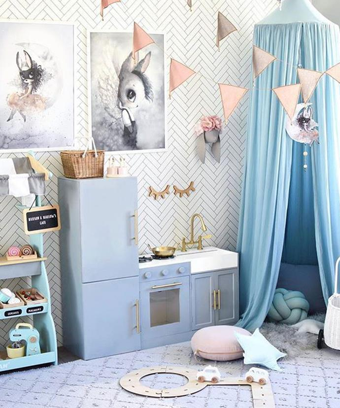 "**Kids Kitchen Makeover** <br><br> Who said children can't play in style? This Kmart kids' kitchen has been painted in grey and gold to match the pastel aesthetic of its surroundings. *Photo via: [@hudson_and_harlow](https://www.instagram.com/p/BehuRMcDxWu/?tagged=kmarthacks|target=""_blank""