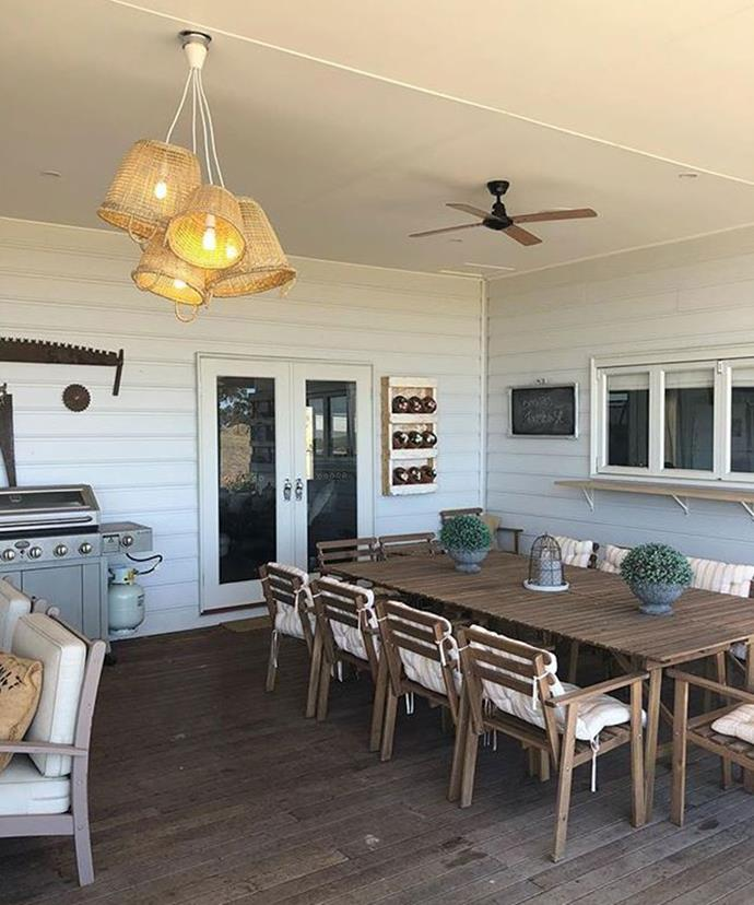 "**Basket Light Fittings** <br><br> Four woven baskets have been turned upside down to form a unique pendant light, perfect for an alfresco kitchen area. The total cost? $63. *Photo via: [@bonniesfarmhouse](https://www.instagram.com/p/Bd_7-3XFjQ0/?tagged=kmarthack|target=""_blank""