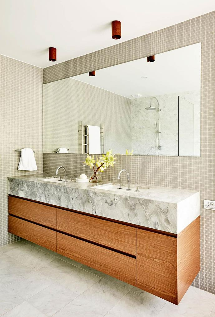 """This robust, yet delicate ensuite has been carefully curated to be reminiscent of a New York [luxury hotel](https://www.homestolove.com.au/8-bathrooms-with-a-hint-of-glamour-1-6024