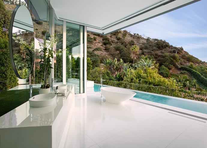 Victoria + Albert's Napoli bath. Interior Design: Lynda Murray | Photography: Jim Bartsch