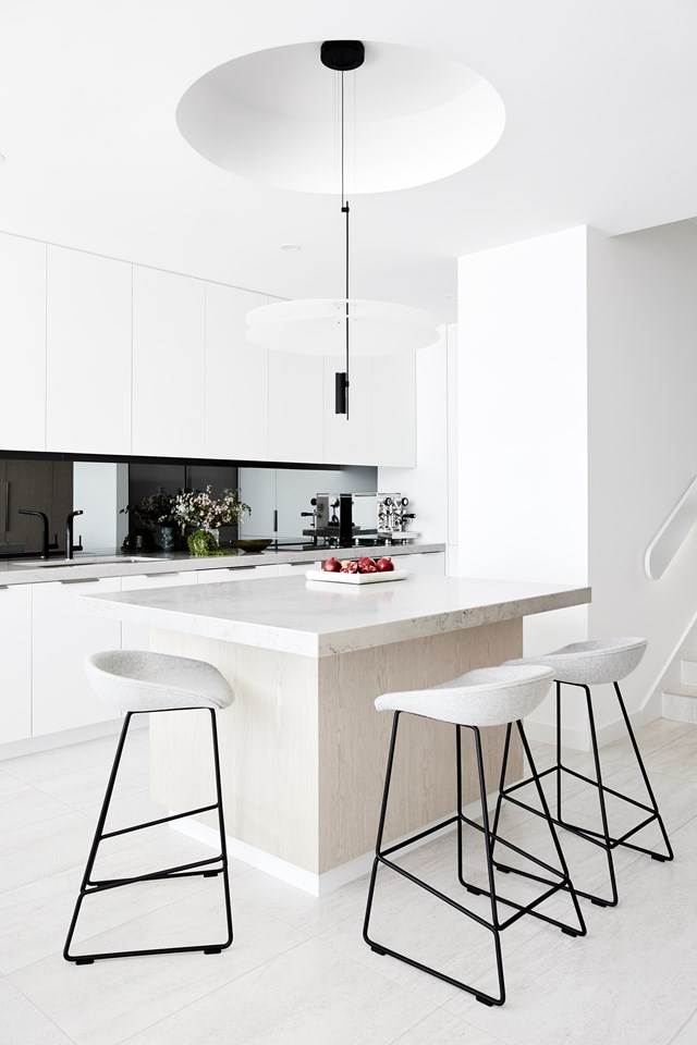 "Ample storage keeps this [modern beach house kitchen](https://www.homestolove.com.au/a-modern-beach-house-kitchen-6381|target=""_blank"") looking clutter free year-round. The colour palette is perfectly suited to a minimalist brief, featuring limestone, marble, limed timber and white. *Photo: Alexander McIntyre / Australian House & Garden*"
