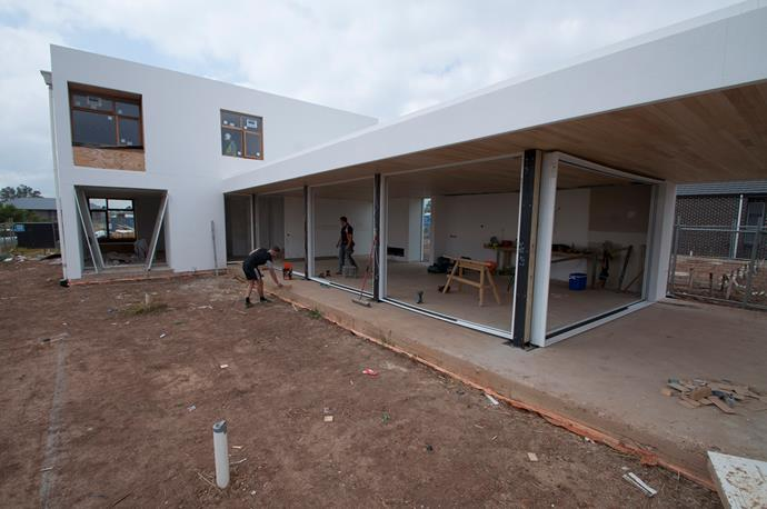 """**MARCH 14, 2018: IN THE FRAME** <br><br> Installers have been onsite at My Ideal House today, putting in the aluminium frames for the [Viridian](http://www.viridianglass.com/