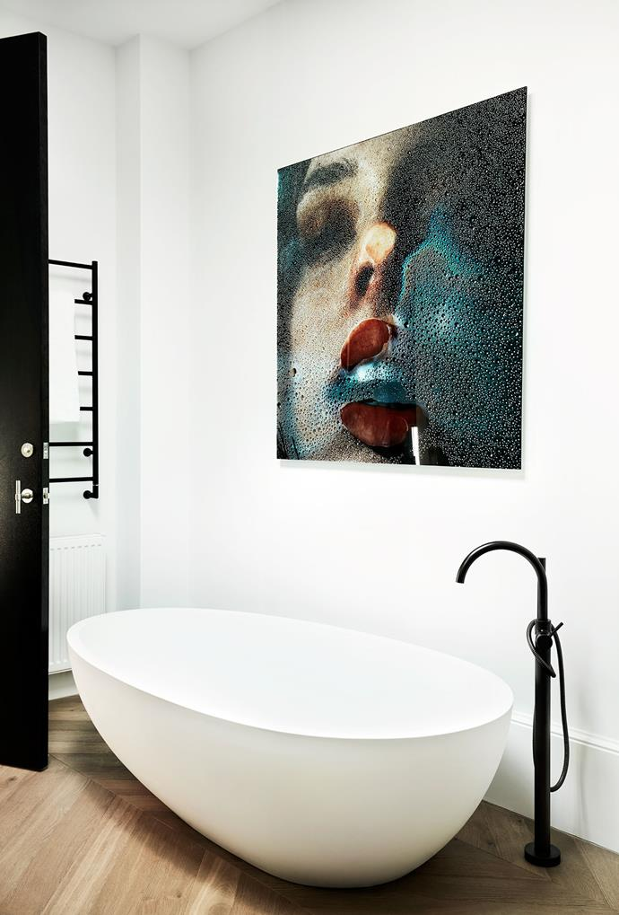 Agape 'Spoon' bath from Artedomus. The Wet Kiss artwork by Marius Sperlich from The Cool Hunter.